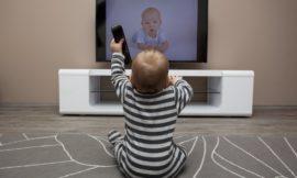 Apprentissage précoce – Les films et la télévision peuvent-ils toujours être bons pour les bébés et les petits enfants?